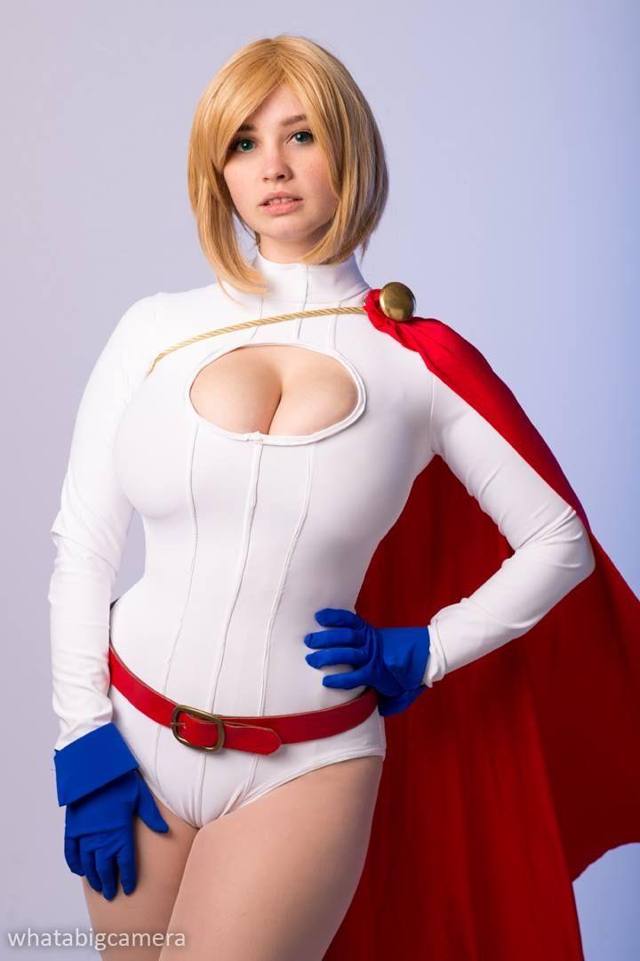 Powergirl Cosplay 3