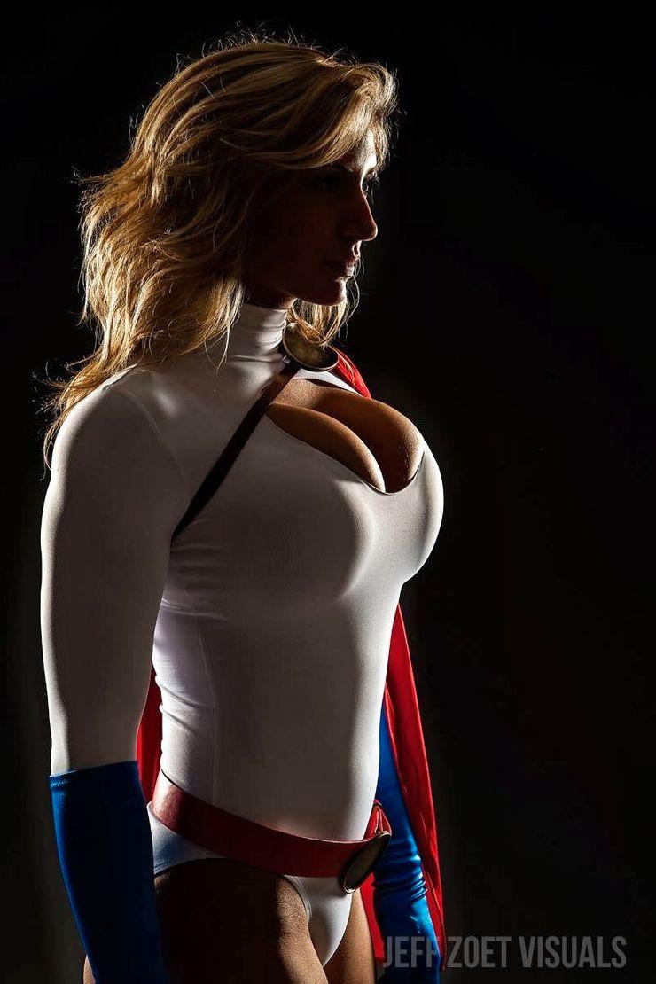 Powergirl Cosplay – Alyssa Loughran – Photo by JeffZoetVisuals 2