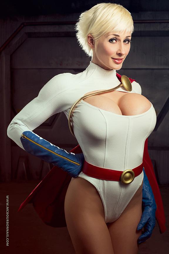 Powergirl Cosplay – Marie-Claude