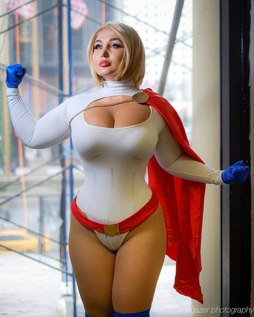 Powergirl Cosplay – Sofia Sivan – Photo by Wallgazer