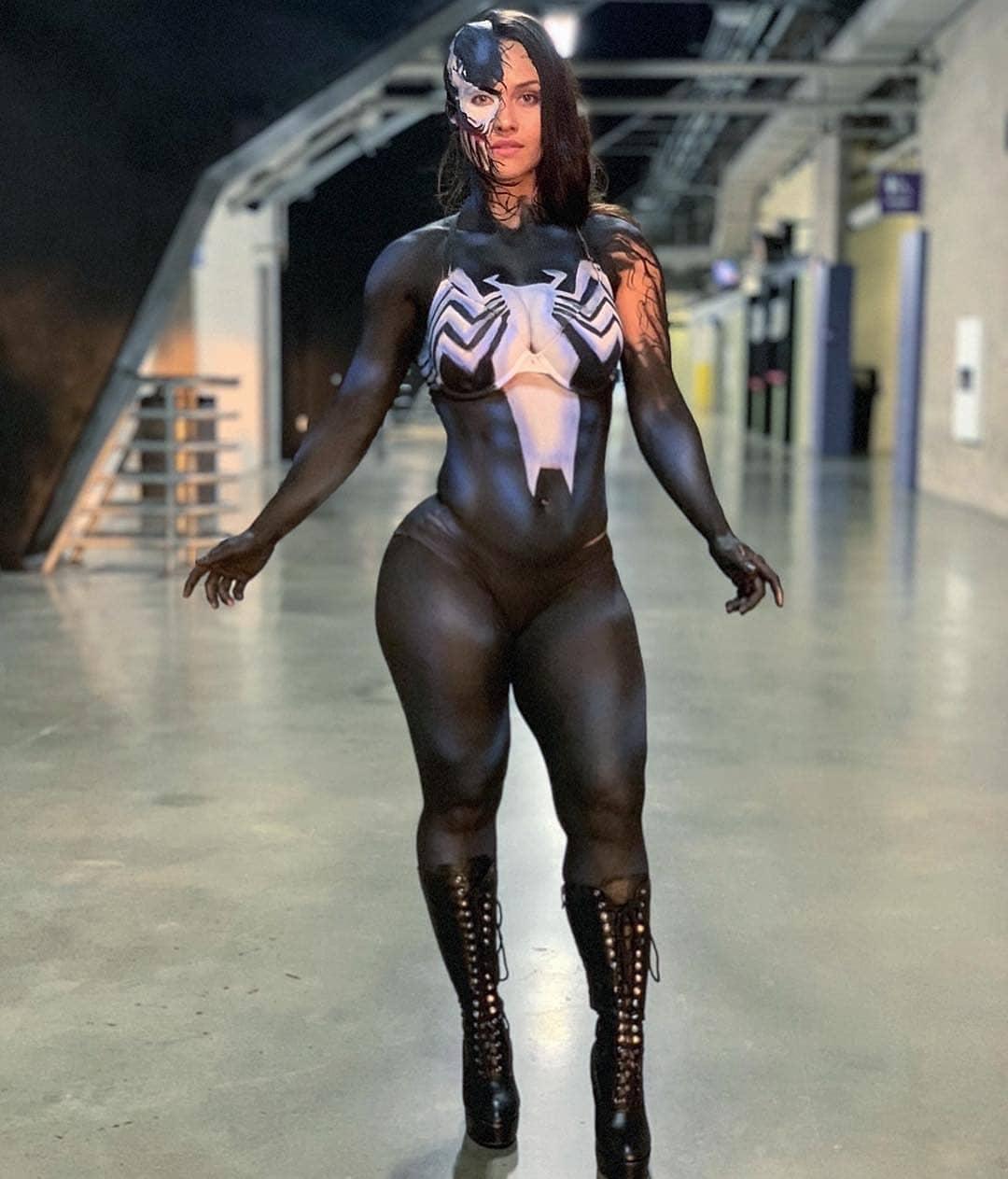 venom bodypaint cosplay by roxyqueflexx art by overthinkgaming